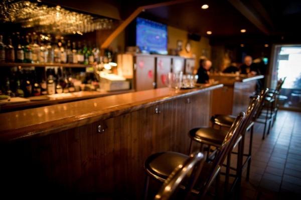 Bar et terrasse