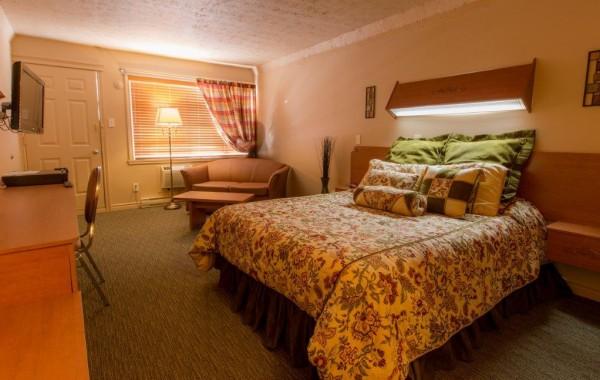 QUEEN 1 BED (carpet) 1st