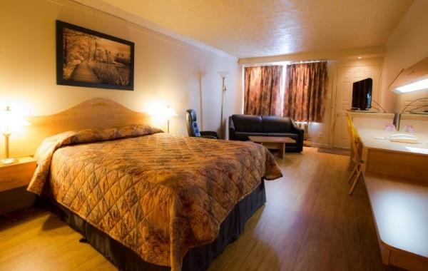QUEEN 1 BED (linoleum) 1st